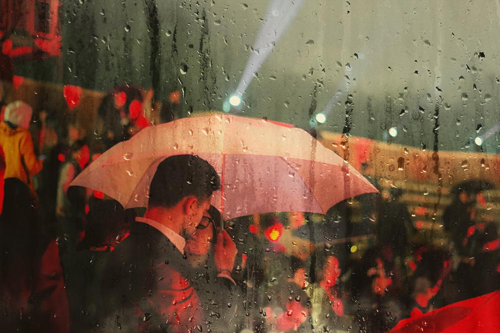 love kiss under the rain roma auditorium